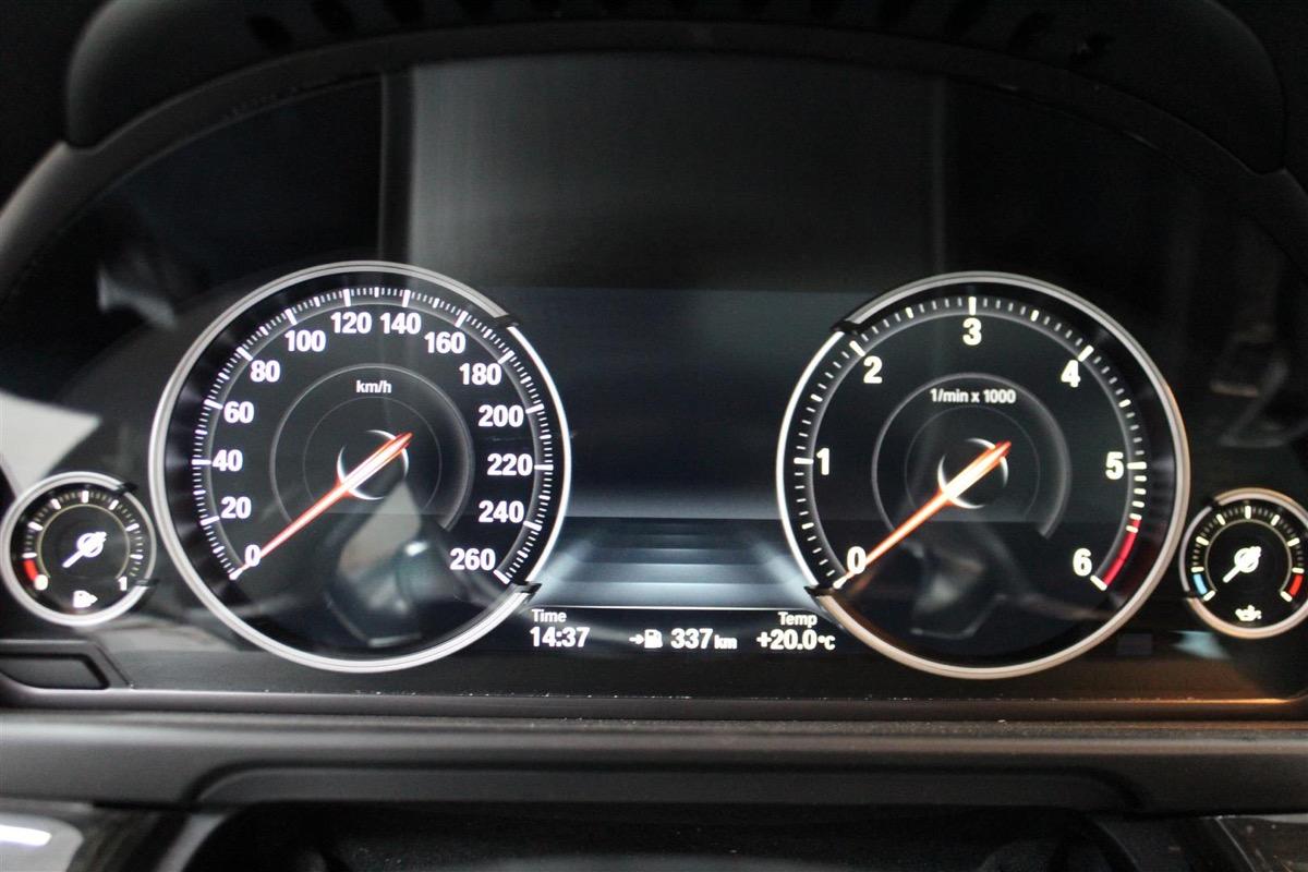 BMW_6WBA_kombiinstrument.10Large.JPG