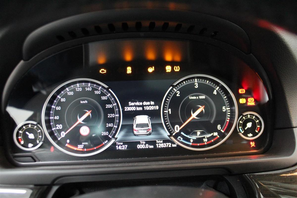BMW_6WBA_kombiinstrument.12Large.JPG