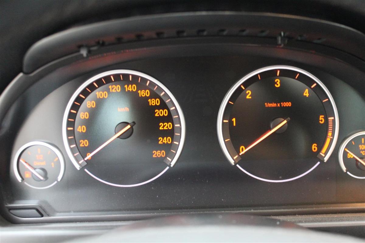 BMW_6WBA_kombiinstrument.1Large.JPG