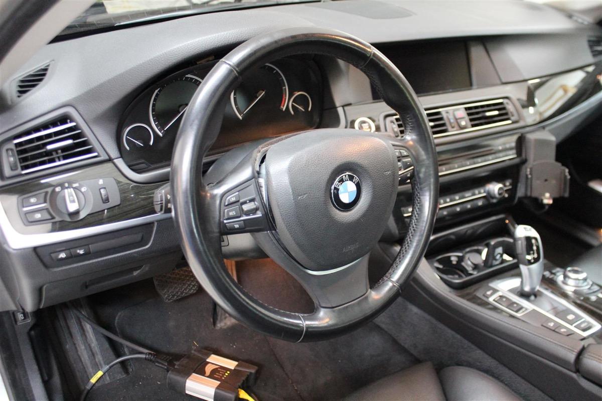 BMW_6WBA_kombiinstrument.4Large.JPG
