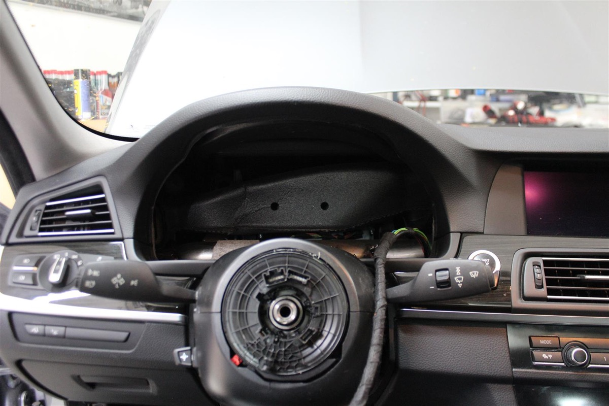 BMW_6WBA_kombiinstrument.5Large.JPG
