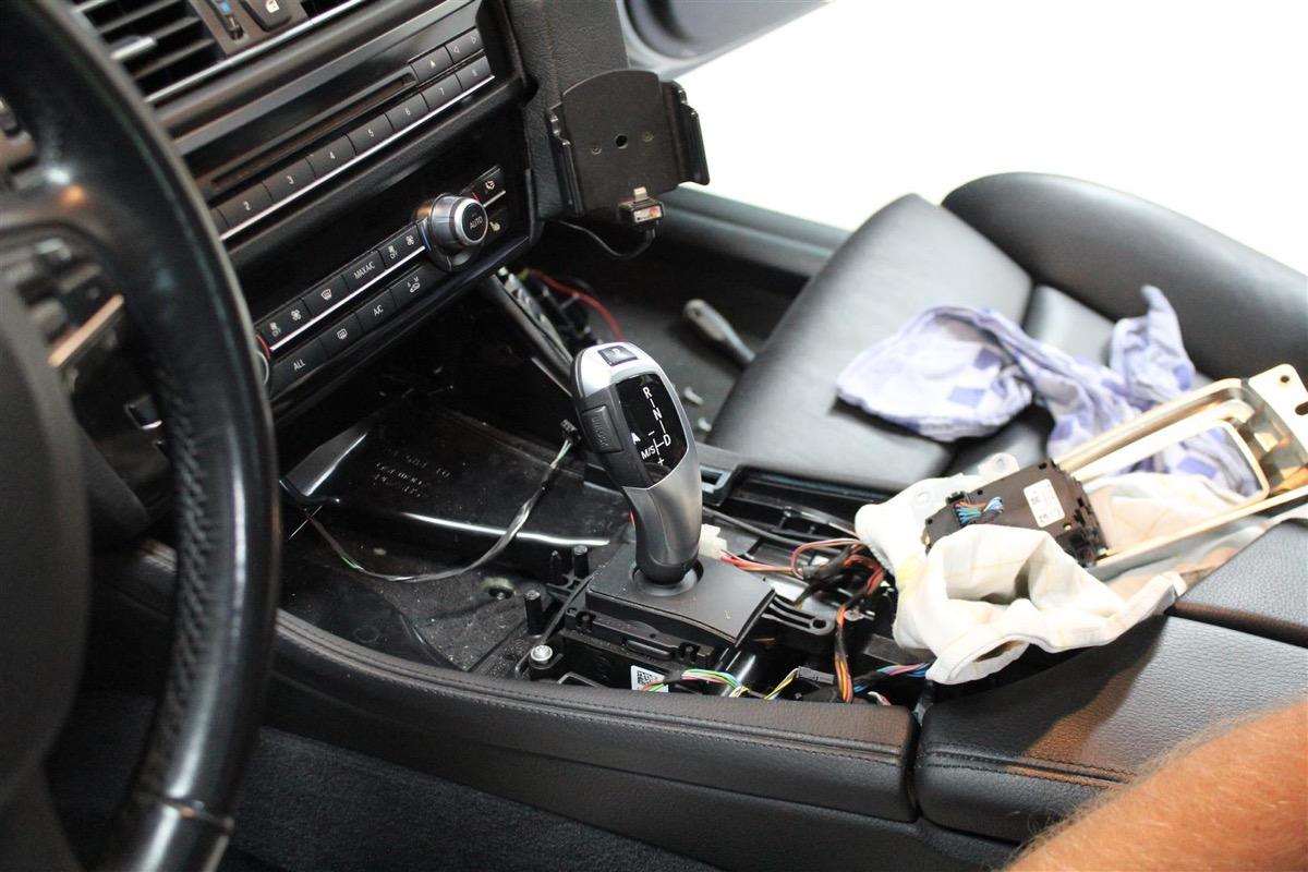 BMW_6WBA_kombiinstrument.7Large.JPG