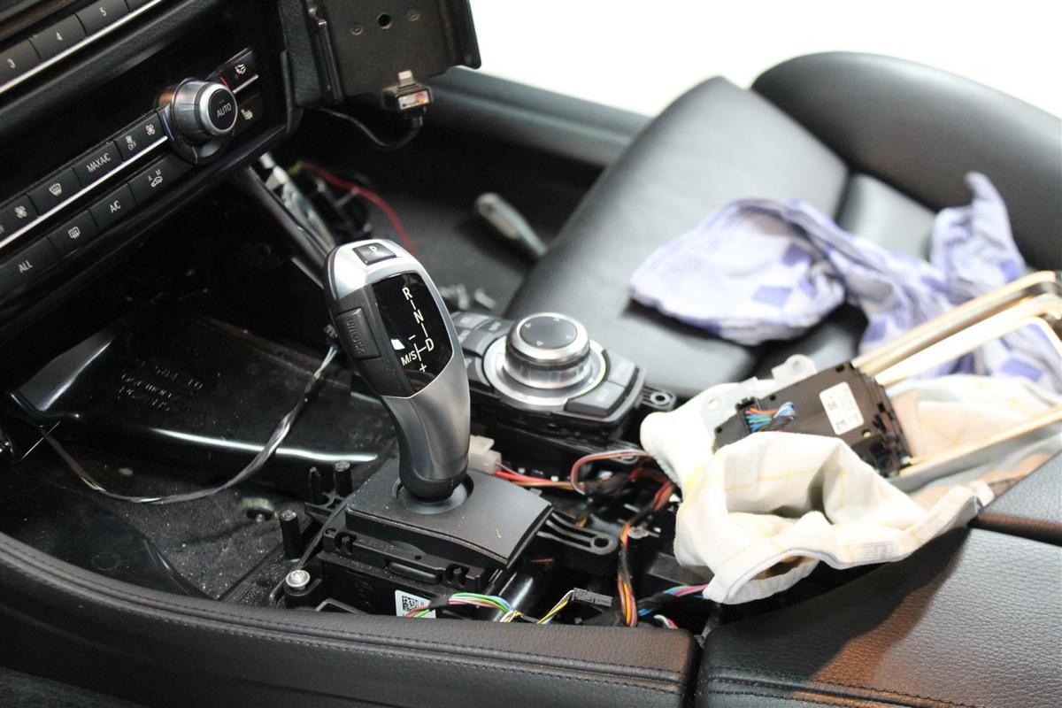 BMW_6WBA_kombiinstrument.8Large.JPG