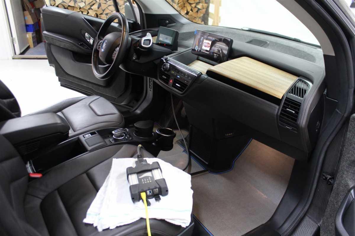 BMW_i3_SOFTWARE.1Large.JPG